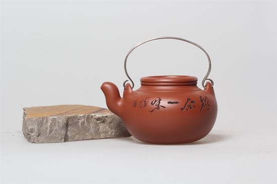 艺术家朱永良 蛋包壶 泥料:朱泥 年代:2013 容量:330 CC