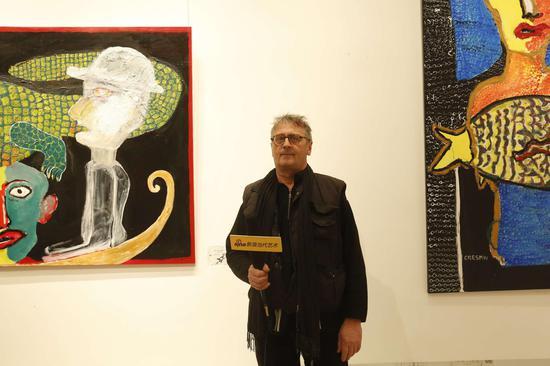 展览现场:巴黎大皇宫策展人之一,参展艺术家代表如埃尔・凯斯班接受采访