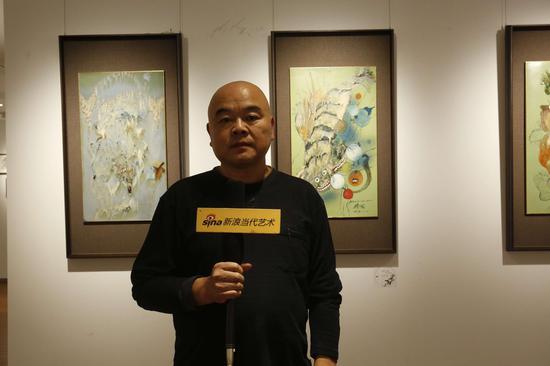 展览现场:参展艺术家方卫国接受采访