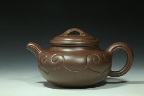艺术家许亚均作品 仿古如意壶 泥料:紫泥 年代:2012 容量:420 CC