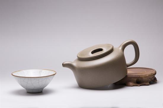 艺术家许亚均作品 牛盖莲子 泥料:青段 年代:2012 容量:520 CC