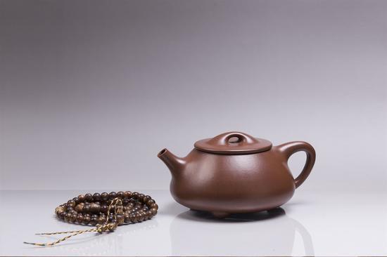 艺术家许亚均作品 钟满瓢壶 泥料:紫泥 年代:2009 容量:360 CC