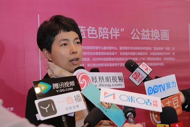中央美术学院研究生院办公室主任齐鹏在开幕式后接受媒体访问