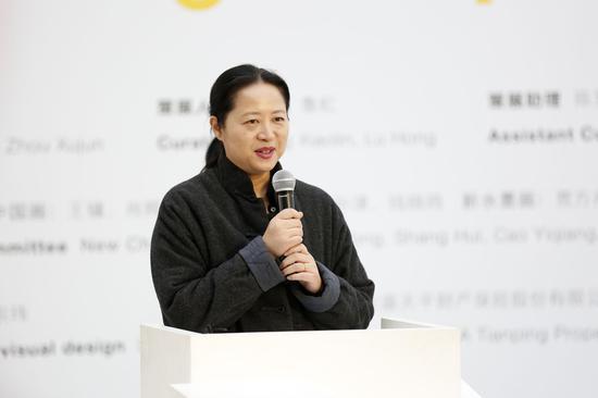 艺术家代表靳卫红开幕式致辞