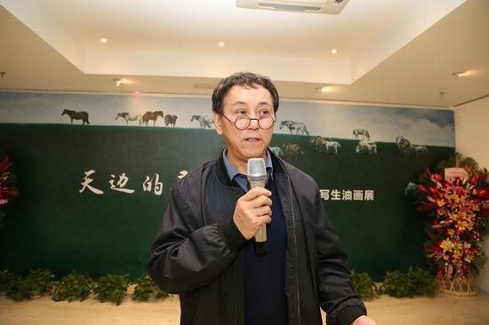 本次展览的画家岳建华在开幕式上致辞