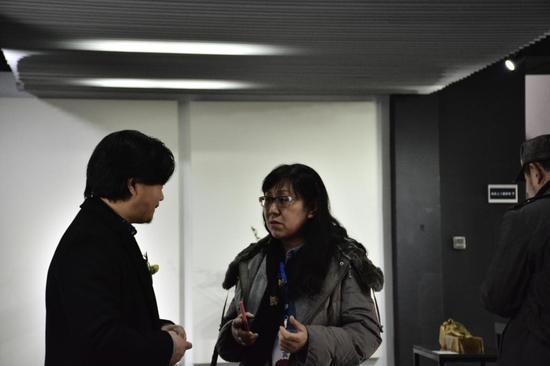 艺术家宋明明、王莎莎与嘉宾佟玉洁女士交流