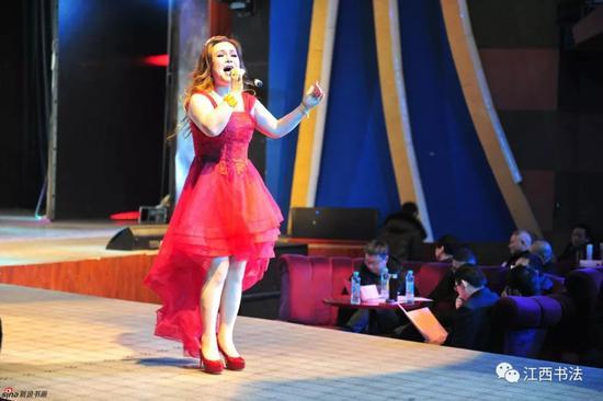 女声独唱《一杯美酒》《火良》 表演者:新疆维吾尔族优秀歌手夏迪亚夏米力