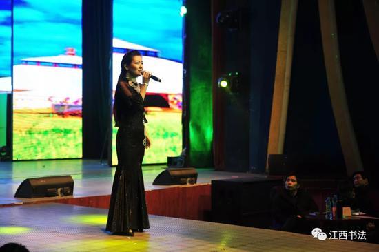 女声独唱:《哈萨克圆舞曲》《花儿为什么这么红》表演者:新疆哈萨克族著名歌手叶尔加依拜多拉