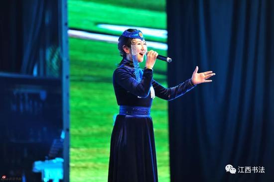 女声独唱《圣洁的鄂尔多斯》表演者:蒙古族优秀歌手斯琴图雅