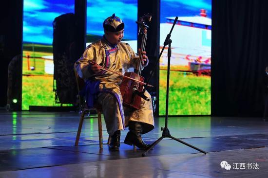 蒙古民歌:《大草园》《等待马头琴》表演者:蒙古族著名马头琴演奏家乌日格昔拉图