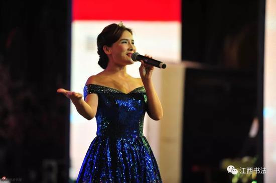 女声独唱《我和我的祖国》 表演者:赣州基础班学员涂诗梅