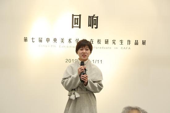 参展艺术家代表孟佳宝同学发言