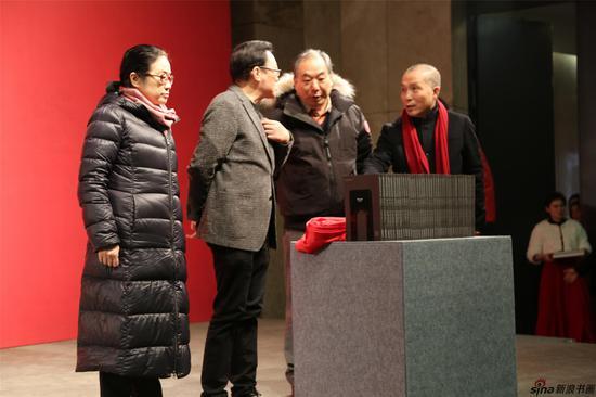 """宋玉麟、高云、孙晓云、周京新为""""江苏省美术馆系列丛书""""揭幕"""