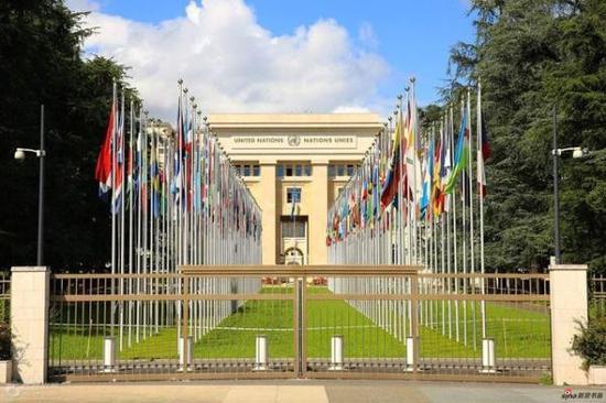 日内瓦联合国门前万国旗
