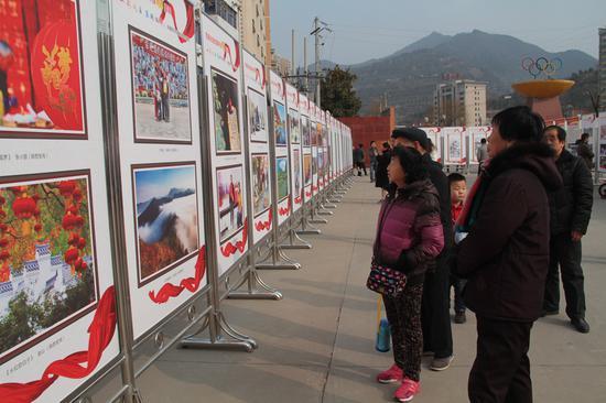 本次展览引起了当地百姓的热烈关注