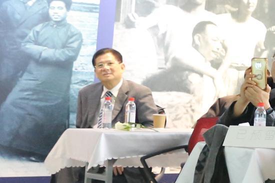 龙基国际投资控股集团总裁朱灿松在沙龙现场