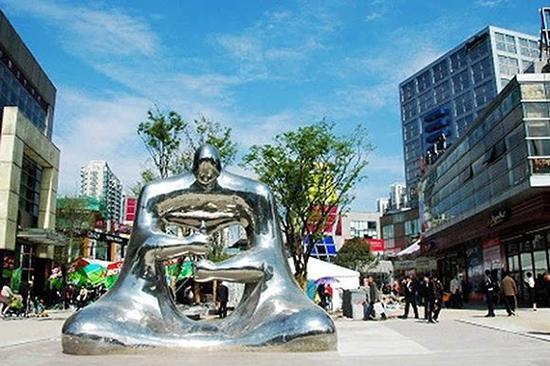 戴志康出巨资购买法国雕塑大师恺撒的代表作《大拇指》