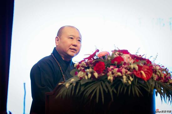 中国佛教协会副会长、上海玉佛禅寺方丈觉醒大和尚首先致辞