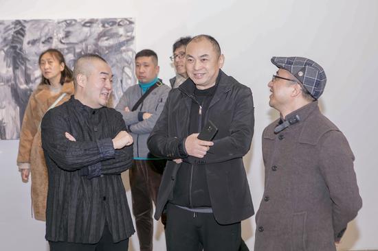 张瑞(中)与孙永增(左)、杜曦云现场交流