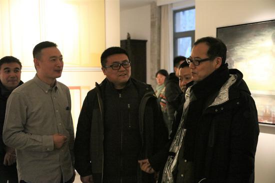 艺术家李向磊、王克俊与王春辰交流