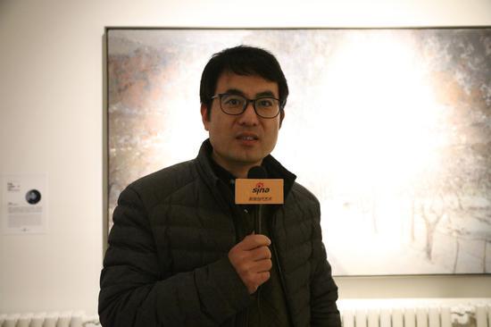 艺术家牛富强接受新浪当代采访