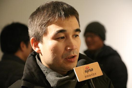 艺术家张宝评接受新浪当代采访