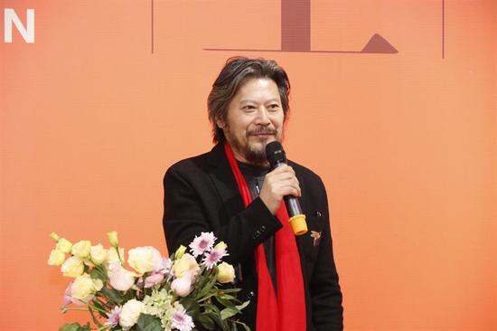 王艺 中国国家画院研究员,中国美术家协会理事