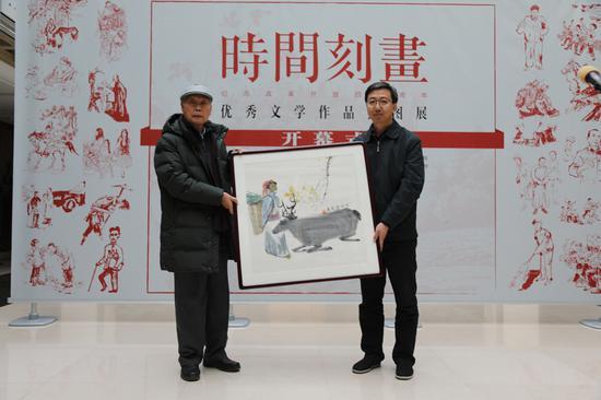 展览组委会向中国现代文学馆捐赠了由著名诗人、画家寇宗鄂创作的插图《额尔古纳河右岸》