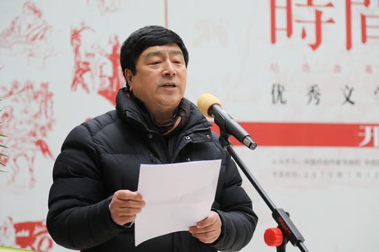 中国作协作家书画院副院长兼秘书长张瑞田主持开幕式