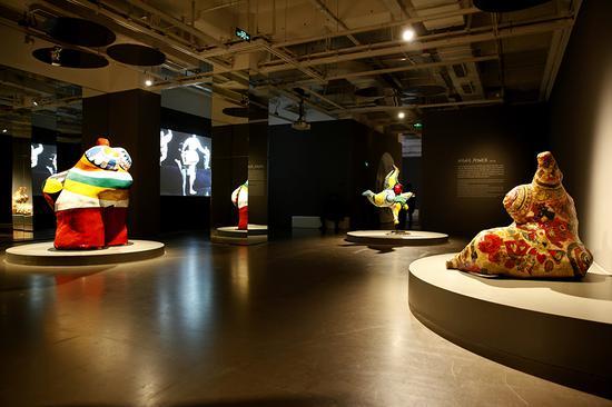 """""""妮基·圣法勒——二十世纪传奇女艺术家及她的花园奇境""""展览现场2"""