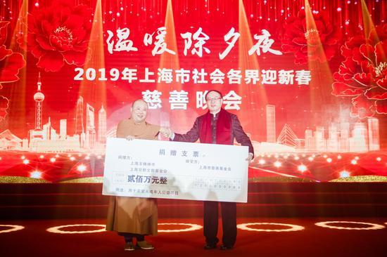 上海玉佛禅寺、上海觉群文教基金会,向上海市慈善基金会捐赠人民币200万元,用于关爱未成年人的公益项目