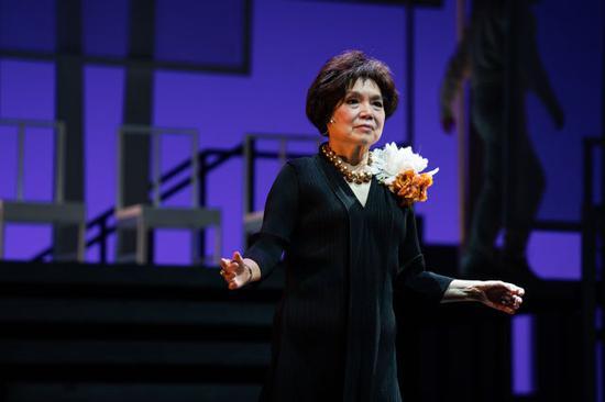 梁凤仪在舞台剧《挚爱》中扮演女主角
