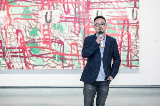 艺术家代表顾小平在开幕式发言