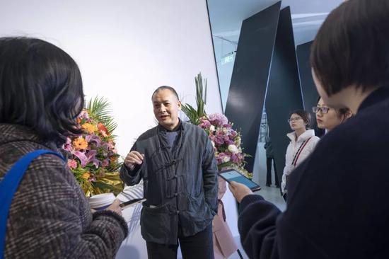 师建民接受媒体采访