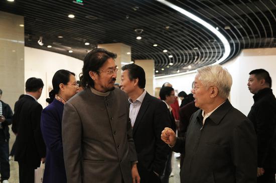 艺术家冯庆与原文化部部长、国家艺术基金理事会理事长蔡武先生交流