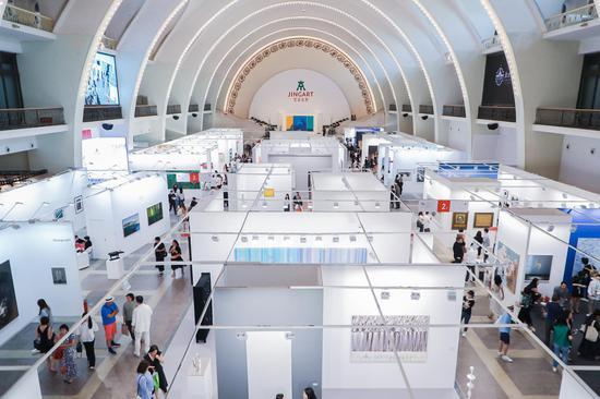 为众画廊打开北方艺术市场