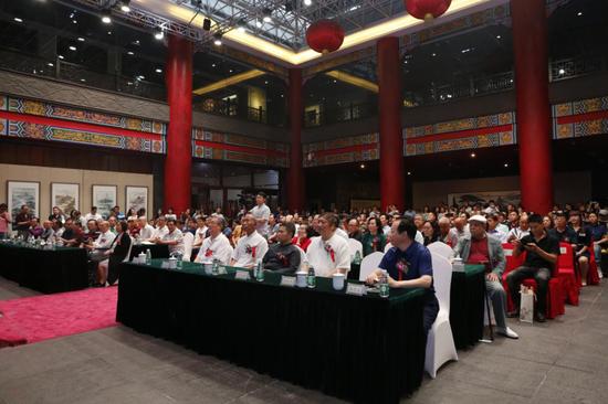 陈大章作品在华夏珍宝博物馆阳光大厅盛大开幕