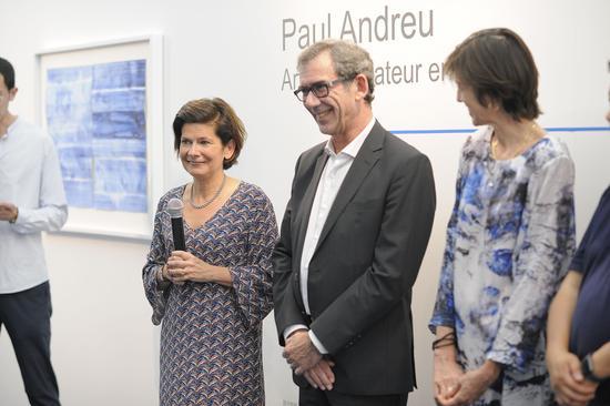 保罗·安德鲁用笔纸纪念自由的世界