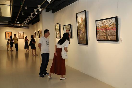 屈源写生油画作品展展览现场之二
