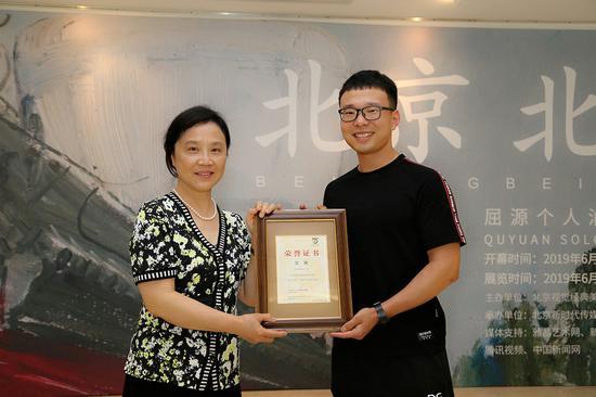北漂画家屈源写生油画展在北京视觉经典美术馆举行开幕