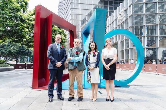 国际雕塑家菲利普·金艺术品位于广州太古汇落成