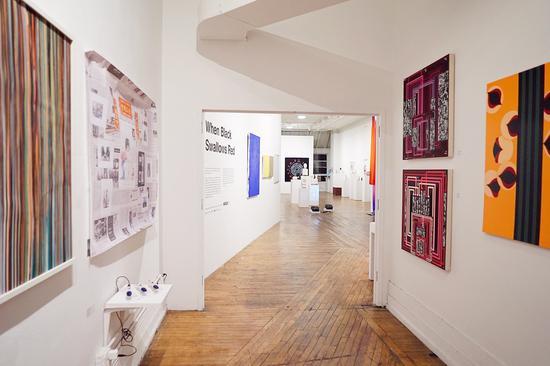 当代艺术思辨性展览纽约开幕:当黑色吞噬红色
