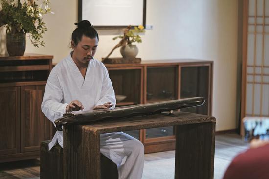 开幕式现场:郭关演奏古琴