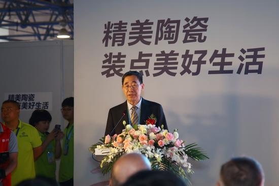 中国轻工业联合会副会长兼秘书长杜同和致辞