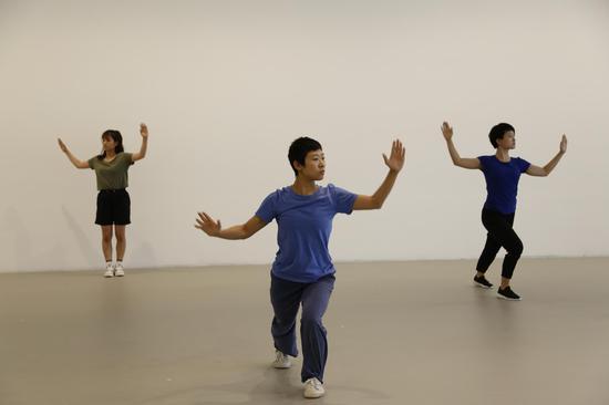 现场舞蹈表演 《三重奏A》剧照