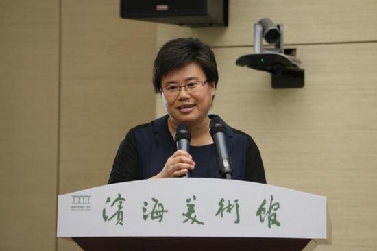 滨海新区文化和旅游局副局长贺淑荣致辞并宣布展览开幕