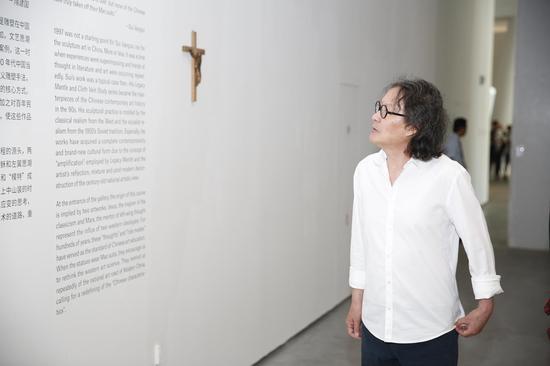 艺术家徐冰参观展览