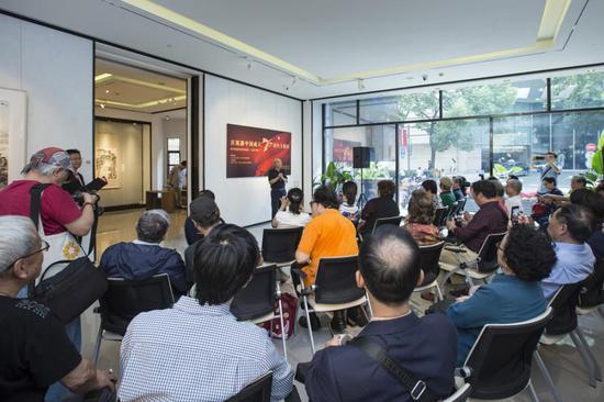 上海市文史馆书画研究社社长、著名画家汪观清先生在开幕式上发言