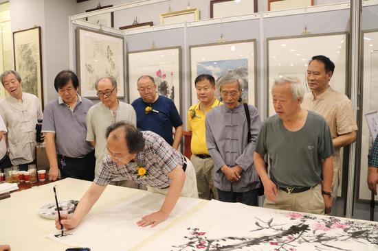 艺术家在创作和交流活动