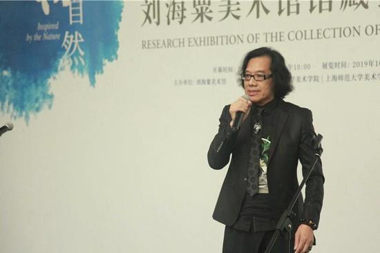 金立德学生代表中国著名时装设计师、粤港澳大湾区时尚设计师大联盟协会筹委会主席,上海师范大学艺术系77级学生何建华发言